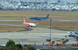 Tước giấy phép 2 năm tài xế xe hành lý đâm nhầm vào máy bay