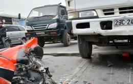 Hà Nội: Xe bồn chở xăng đâm 10 xe máy