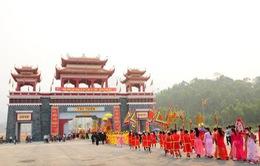 Hàng vạn du khách về dự khai hội Tây Thiên