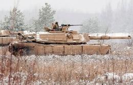 Mỹ gửi khí tài quân sự hạng nặng tới Baltic