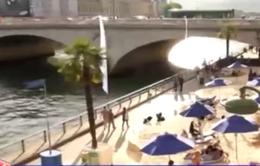 Pháp: Tạo bãi biển trong thành phố giúp người dân giải nhiệt