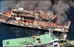 Tàu du lịch Hy Lạp va chạm tàu chở dầu của Nga