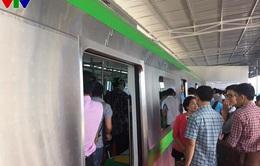 Người dân tận mắt xem mẫu tàu đường sắt tuyến Cát Linh - Hà Đông