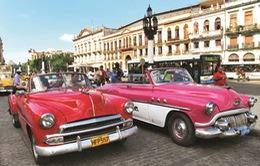 Bùng nổ hình thức taxi xe cổ mui trần tại Cuba