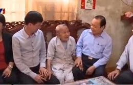 Bí thư Thành ủy TP.HCM thăm các đồng chí cán bộ lão thành cách mạng