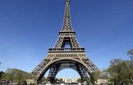 Pháp đóng cửa tháp Eiffel do phát hiện kẻ đột nhập