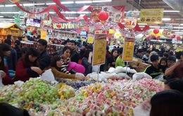 Thị trường hàng hóa sáng 30 Tết: Thực phẩm bình ổn, rau xanh tăng giá
