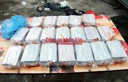 Lào Cai bắt 8 đối tượng, thu giữ 97 bánh heroin