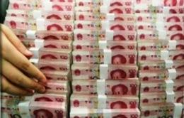 """Trung Quốc và """"liều kháng sinh mạnh"""" phá giá đồng NDT làm nóng báo chí thế giới"""