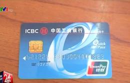 Bắt người nước ngoài dùng thẻ tín dụng giả mua hàng