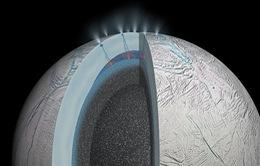 Phát hiện hồ nước nóng trên Mặt Trăng sao Thổ