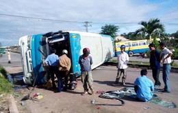 Hai xe chở công nhân đâm nhau, hàng chục người bị thương