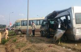 Hiện trường hai xe khách tông nhau, 5 người tử vong