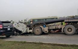 Tiếp tục xảy ra tai nạn do xe chở sắt thép phóng nhanh