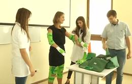 Trang phục mô phỏng dạy y bác sĩ tương lai cảm thông với người bệnh