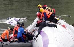 Đài Loan: Máy bay TransAsia chở hơn 50 người lao xuống sông