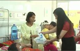 Tập đoàn Hương Sen trao quà Trung thu tại Bệnh viện Nhi Trung ương