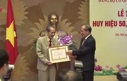 Đảng bộ Văn phòng Quốc hội trao Huy hiệu 50 năm tuổi Đảng