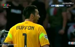 Buffon trổ tài cứu thua cho Juve trước các chân sút Barca