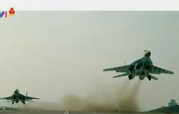 Lãnh đạo Kim Jong - un giám sát cuộc trình diễn của không quân