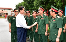 Thủ tướng thăm và làm việc với quân khu 4