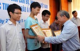 Thưởng 47 triệu đồng cho các học sinh đoạt giải Olympic Tin học châu Á