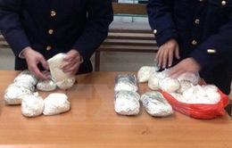 Bắt đối tượng mang hơn 2kg ma túy đá từ Trung Quốc về Việt Nam