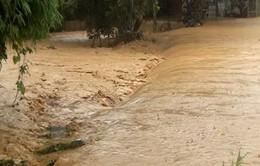 Bất cẩn khi qua đập tràn, một thanh niên bị lũ cuốn mất tích