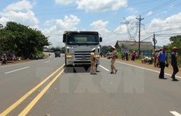 Bình Phước: Xe ben kéo lê xe máy hơn 30m, 1 phụ nữ tử vong