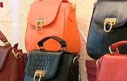 Túi da thủ công Made in Vietnam tìm đường ra thế giới