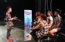 """Tùng Dương khuyên top 5 Vietnam Idol """"thách thức"""" ban giám khảo"""