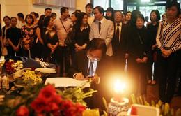 Lễ tưởng niệm nạn nhân khủng bố Paris tại Hà Nội