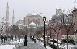 Tuyết rơi dày ở Thổ Nhĩ Kỳ làm tê liệt giao thông