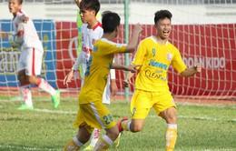 Văn Thành lập hat-trick, U21 Hà Nội T&T đánh bại chủ nhà vào chung kết