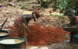 Cuộc sống đầy hiểm nguy của những trẻ em đào vàng tại Nigeria