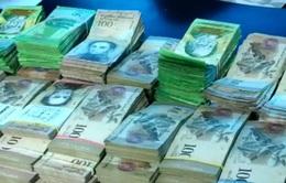 Venezuela in tiền mới để chống lạm phát phi mã