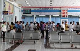 Hành khách mua vé tàu tránh giao dịch với cò mồi, chợ đen
