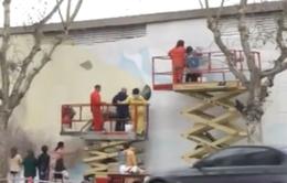 Argentina: Hàng trăm người vẽ bích họa phản đối tập đoàn dầu Shell lập giàn khoan trên Bắc Cực