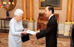 Đại sứ Việt Nam tại Anh và Bắc Ireland trình Quốc thư