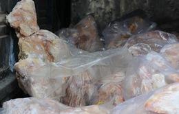 Bắt giữ gần 5 tạ vịt đông lạnh và xúc xích nhập lậu từ Trung Quốc