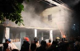 Đà Nẵng: Cháy lớn thiêu rụi nhà dân trong khu dân cư