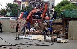Hà Nội: Cần cẩu thi công đường sắt đô thị gãy, đổ đè vào nhà dân
