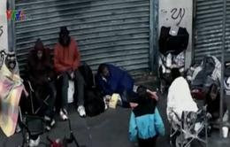 Một ngày làm người vô gia cư của triệu phú bóng bầu dục