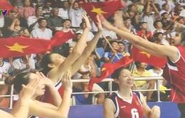 Ngọc Hoa lặng người tham quan triển lãm ảnh VTV Cup 2015