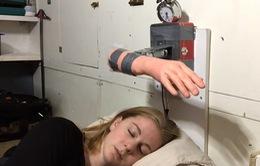 Độc đáo robot báo thức chống 'ngủ nướng'