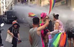 Cảnh sát Thổ Nhĩ Kỳ giải tán cuộc tuần hành của người đồng giới