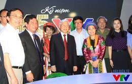 Tổng Bí thư thăm gian hàng VTV tại Triển lãm 70 năm thành tựu kinh tế-xã hội