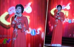 Gala cười 2015: MC Thảo Vân thướt tha với áo dài truyền thống