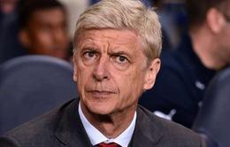"""Bị """"đổ tội"""" làm Arsenal thua, HLV Wenger cáu tiết với báo chí"""