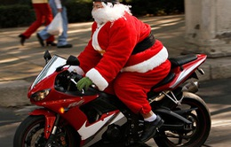 Dàn ông già Noel diễu hành bằng xe mô tô phân khối lớn ở Mexico